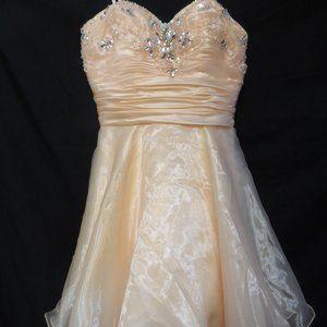 BEE DARLIN size 5/6 peach dress with bead design